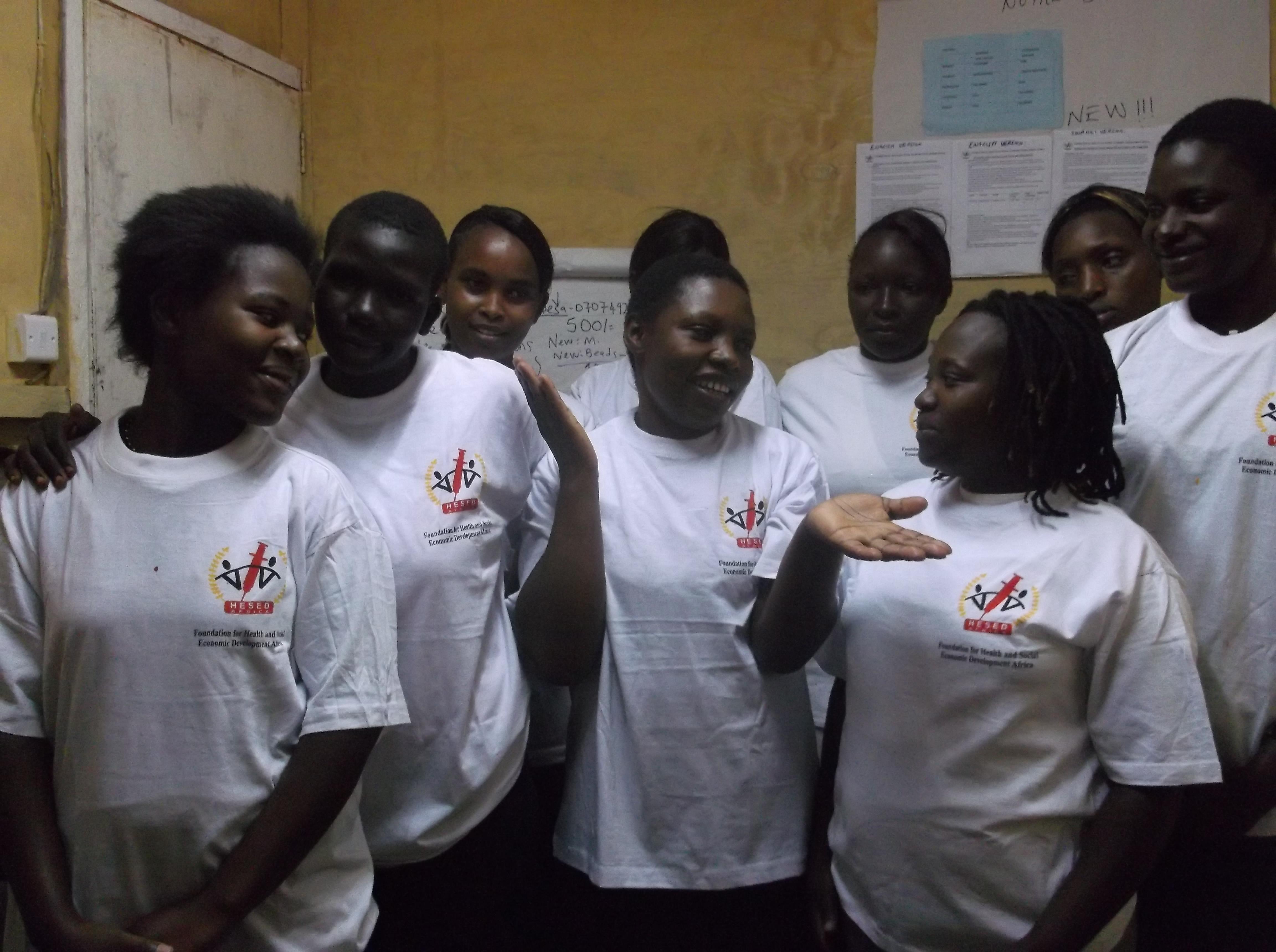 Jeunes femmes ayant précédemment suivi des formations dans la confection avec HESED Africa